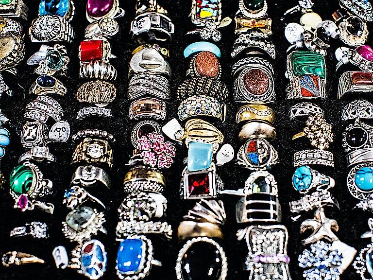 Fake photo, fake jewellery, no cover image